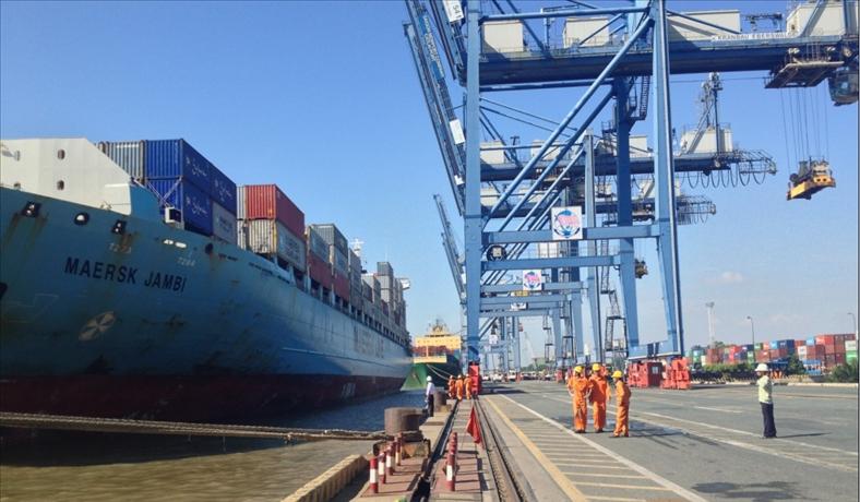Bốc dỡ hàng hóa cảng biển
